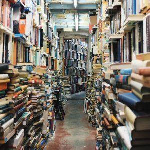 Rommelige boekenwinkel